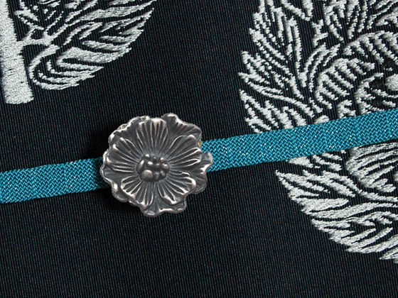 椿の帯留silver