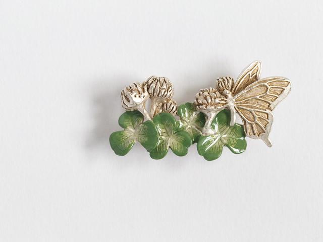 帯留め「シロツメクサと蝶」